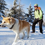 Jfhb1esslmf1gfkpqv89+woman_dog_hiking_winter_square